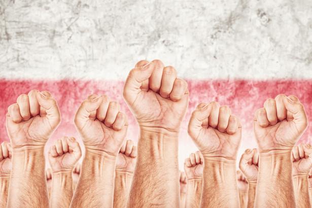 Prawie 2/3 polskiej młodzieży zetknęło się w internecie z przykładami antysemityzmu. Mniej więcej tyle samo młodych Polaków słyszało z ust znajomych mowę nienawiści skierowaną przeciw Romom.