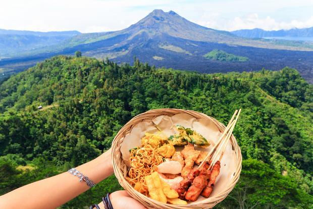 Balijskie specjały z widokiem na wulkan Gunung Batur