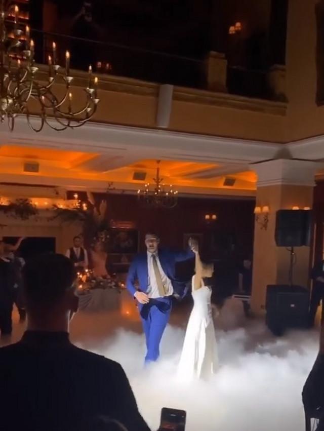 Nikola Jokić i Natalija Maćešić igraju mladenački ples posle venčanja u Somboru