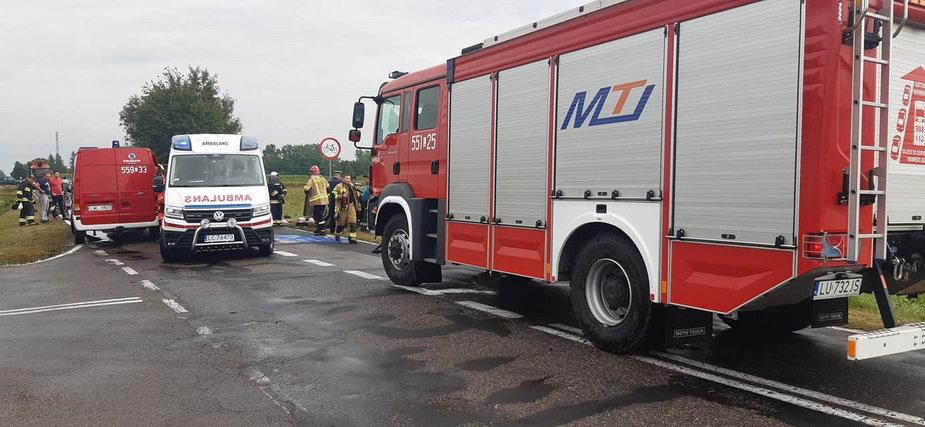 W Dołhobrodach w pow. włodawskim na skrzyżowaniu zderzył się ciągnik rolniczy z samochodem osobowym