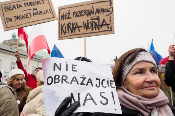 Marsz Komitetu Obrony Demokracji w Warszawie.