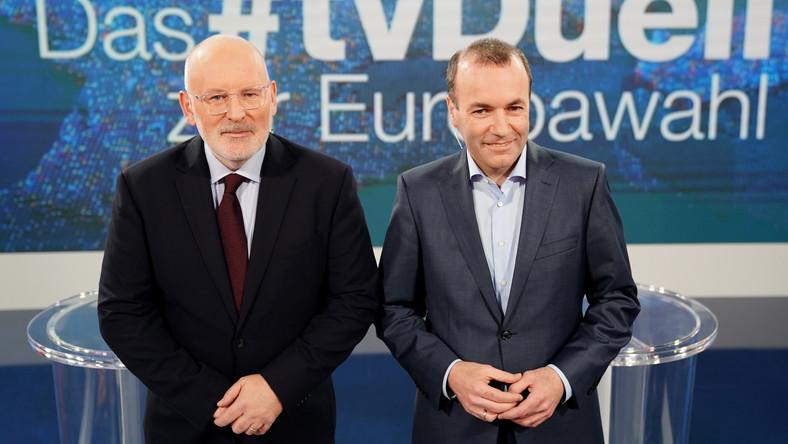 Frans Timmermans (z lewej) i Manfred Weber (z prawej)