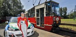 Kierowca rajdowy ścigał się z tramwajem