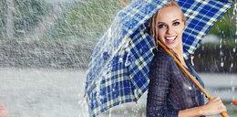Deszczowe stylizacje. W co ubrać się, gdy pada?