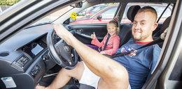 Kierowca bez rąk! Zdał egzamin za pierwszym razem [FILM]