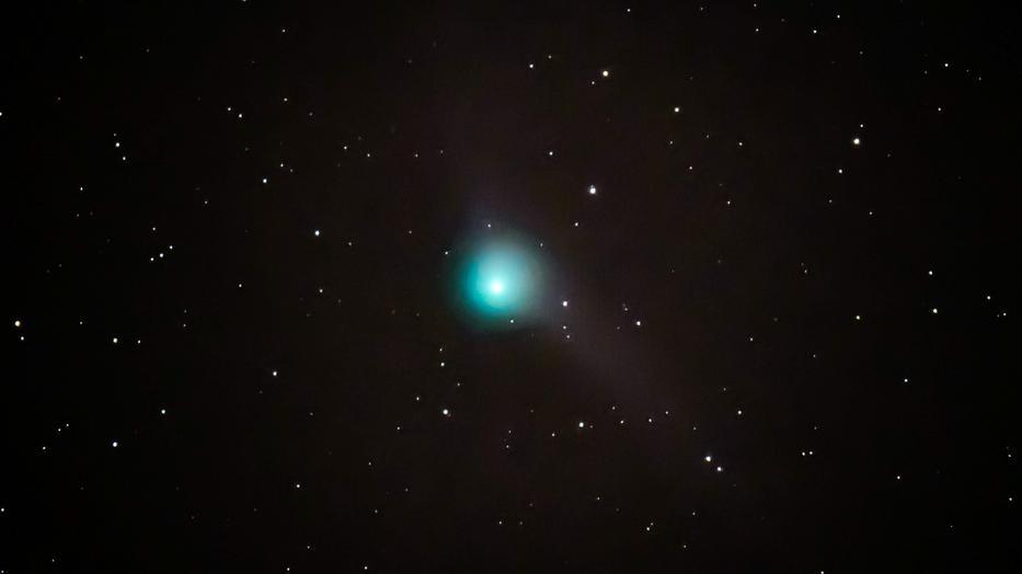 Látványos felvételt készített a Föld közelébe érkező üstökösről a magyar fotós