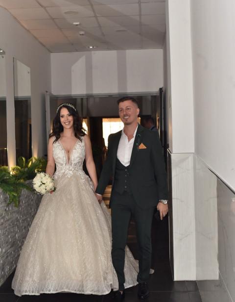 """Pričali su o krizi u braku: Zvezda """"Granda"""" došao bez supruge na svadbu svog kolege, jedan detalj svima zapao za oko!"""