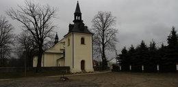 Proboszcz z Jasionki ukradł prezerwatywy z Biedronki? Już stracił posadę w parafii