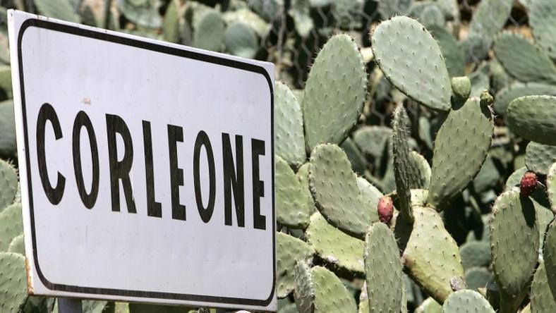 Rodzina Toto Riiny mieszka w miejscowości Corleone.