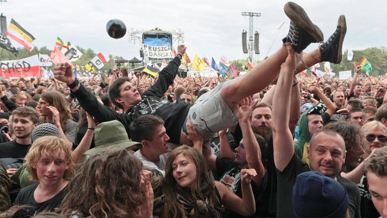 Co roku do Kostrzyna przyjeżdża kilkaset tysięcy ludzi. Nie inaczej jest i tym razem. Przystanek Woodstock to jeden z największych festiwali na świecie, a wstęp na niego jest darmowy. Organizatorem Przystanku jest Wielka Orkiestra Świątecznej Pomocy. W ten sposób WOŚP chce podziękować wszystkim wolontariuszom i ludziom wspierającym jej styczniowe, finałowe działania.