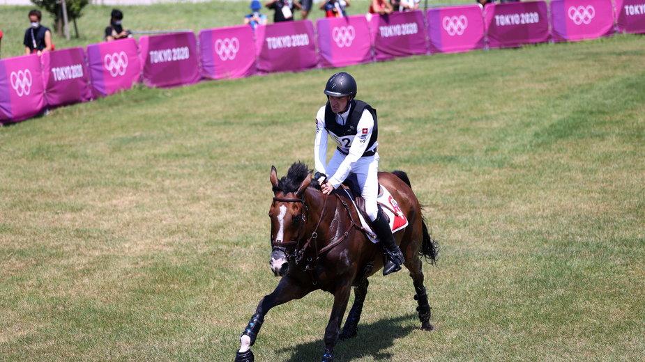 Robin Godel na swoim koniu podczas IO w Tokio