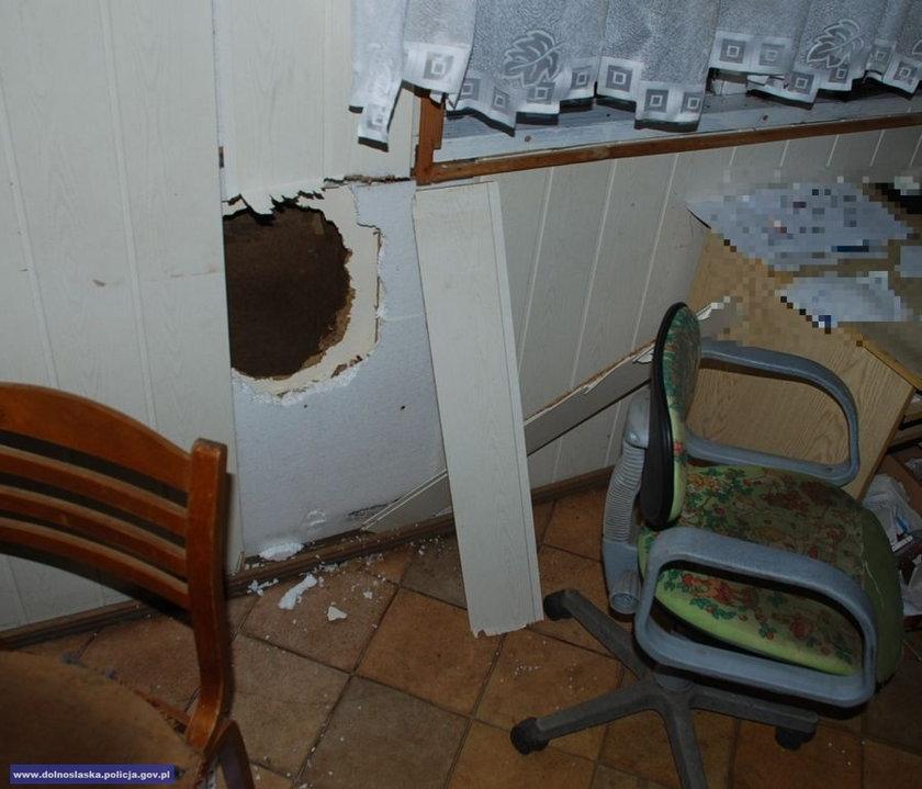 dziura w ścianie sklepu