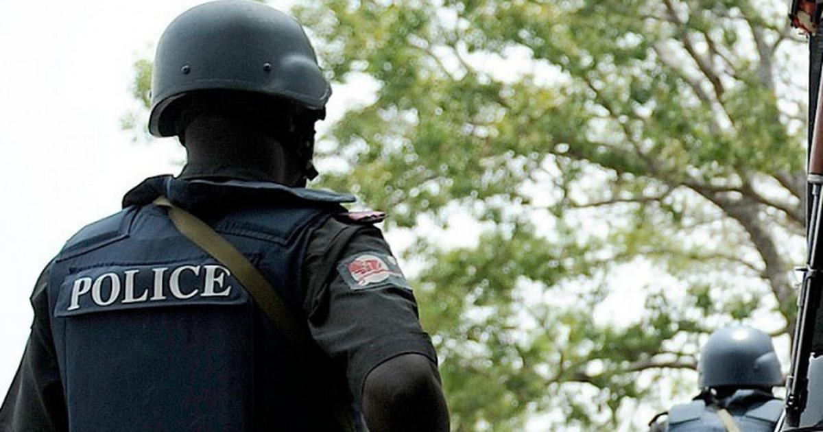 A police officer caught accepting bribe has been arrested - Pulse Nigeria