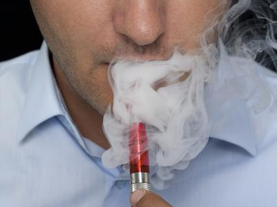 Zerowa stawka akcyzy na płyn do e-papierosów będzie obowiązywać tylko do końca 2018 r.