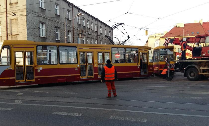 Wykolejenie tramwaju MPK w Łodzi na pl. Reymonta. To już trzeci raz