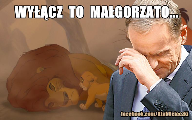 """Donald Tusk płacze na """"Królu Lwie"""" (źródło: facebook.com/AtakUcieczki)"""