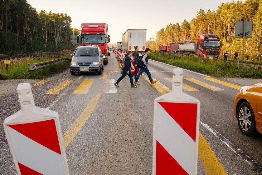Niebezpieczne przejście na przebudowywanej S1 w Dąbrowie Górniczej