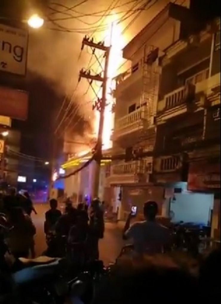 požar pataja tajland holidej in