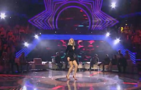 NIKAD KRAĆA HALJINA: Marina provocira dugim nogama!