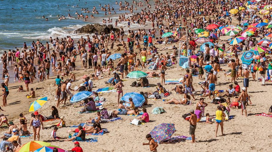 Czego nie wolno robić na plaży? Za to grozi mandat