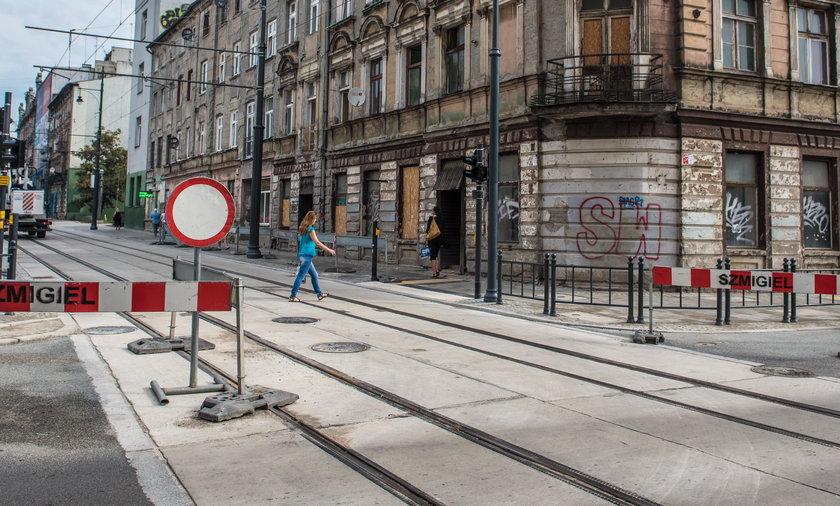 Urzędnicy z Zarządu Dróg i Transportu w Łodzi otworzyli ulicę Kilińskiego, a ona ciągle jest zamknięta