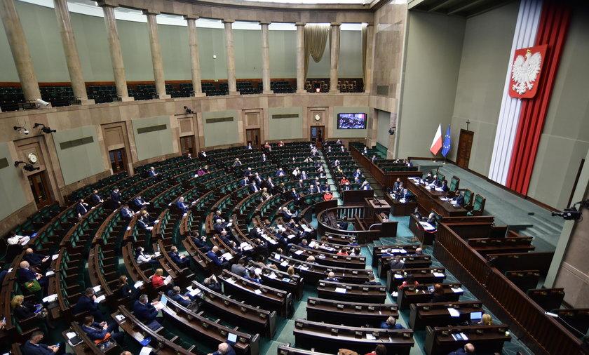 Sejm uchwalił ustawę ws. tarczy branżowej