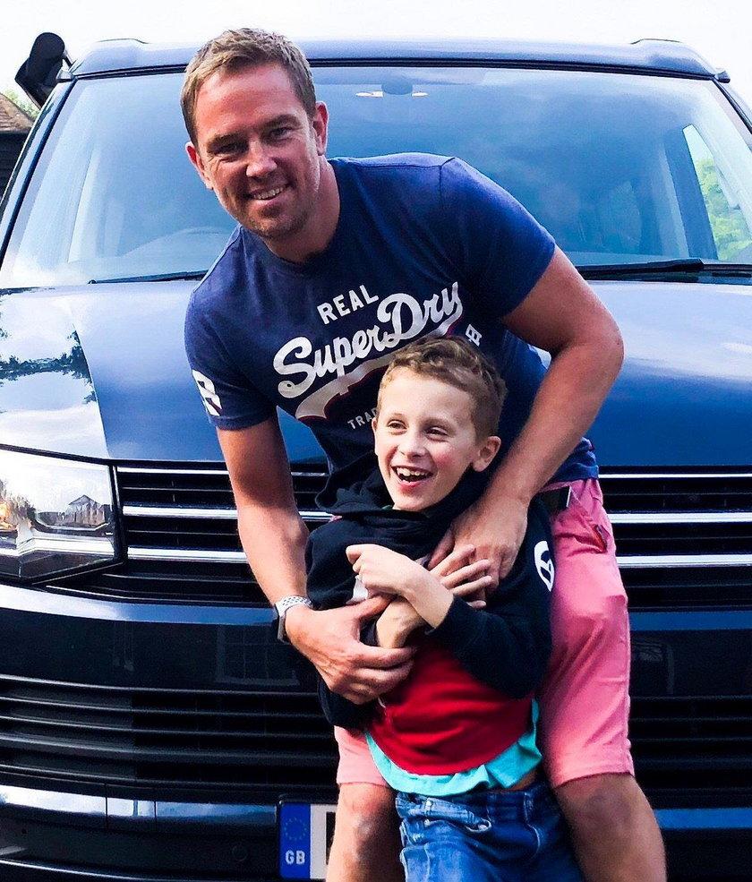 Simon z synem Ethanem