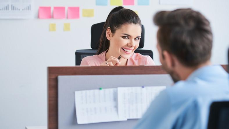 Flirt w pracy.