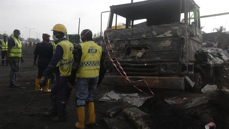 Dozens feared dead in Nigeria as leaking oil tanker explodes (Al Jazeera)