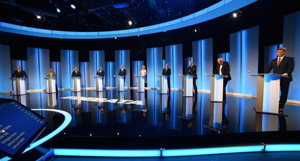 Kandydaci na urząd prezydenta RP (od lewej): Andrzej Duda (PiS), Paweł Kukiz, Marian Kowalski (Ruch Narodowy), Paweł Tanajno (Demokracja Bezpośrednia), Adam Jarubas (PSL), Magdalena Ogórek (SLD), Jacek Wilk (Kongres Nowej Prawicy), Grzegorz Braun, Janusz Korwin-Mikke (ugrupowanie KORWiN) i lider Twojego Ruchu Janusz Palikot, podczas debaty prezydenckiej w studiu TVP w Warszawie, 5 bm. (zuz) PAP/Radek Pietruszka