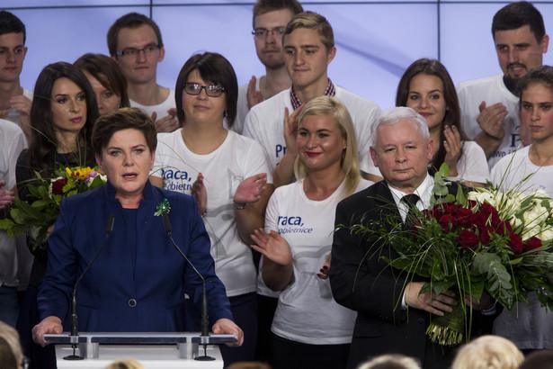 Wieczór wyborczy Prawa i Sprawiedliwości (PiS), Beata Szydło i Jarosław Kaczyński, 25.10.2015