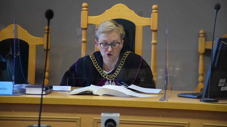 Sędzia Jolanta Leś-Czernecka w trakcie rozprawy przeciwko księdzu.
