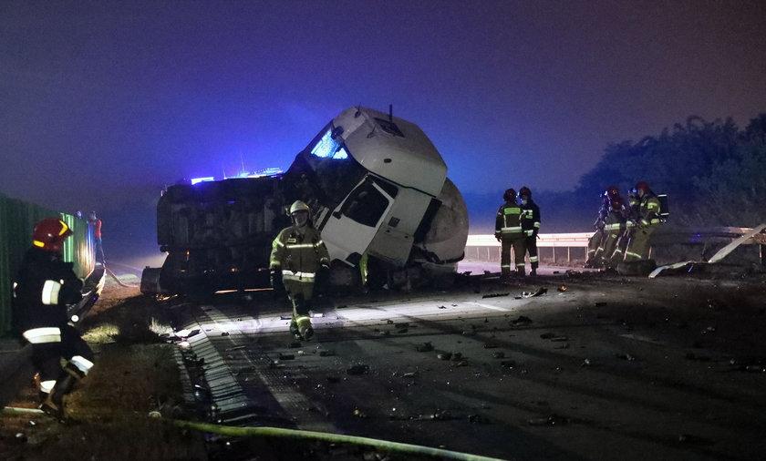 Na A4 zderzyły się dwie ciężarówki.