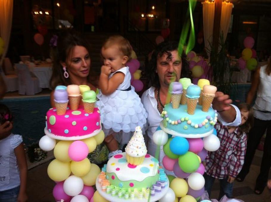 prvi rodjendan Aca i Sonja Lukas proslavili ćerkin prvi rođendan! prvi rodjendan