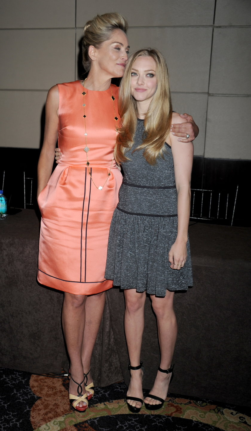 "Sharon Stone i Amanda Seyfried na premierze filmu ""Lovelace"""