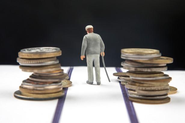 Resort poinformował, że czternastą emeryturę otrzyma ok. 9,2 mln osób, czyli zdecydowana większość emerytów i rencistów.