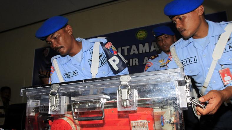 Eksperci: Na pokładzie samolotu AirAsia doszło do eksplozji