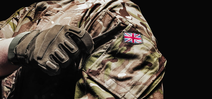 Skandal w brytyjskiej armii. 19-letni gwałciciel zaatakował cztery żołnierki. Jednej z ofiar przystawił nóż do gardła