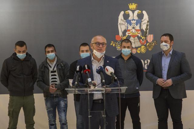 Vesic urucuje nagrade spasiocima ras fot vladimir zivojinovic 20 preview