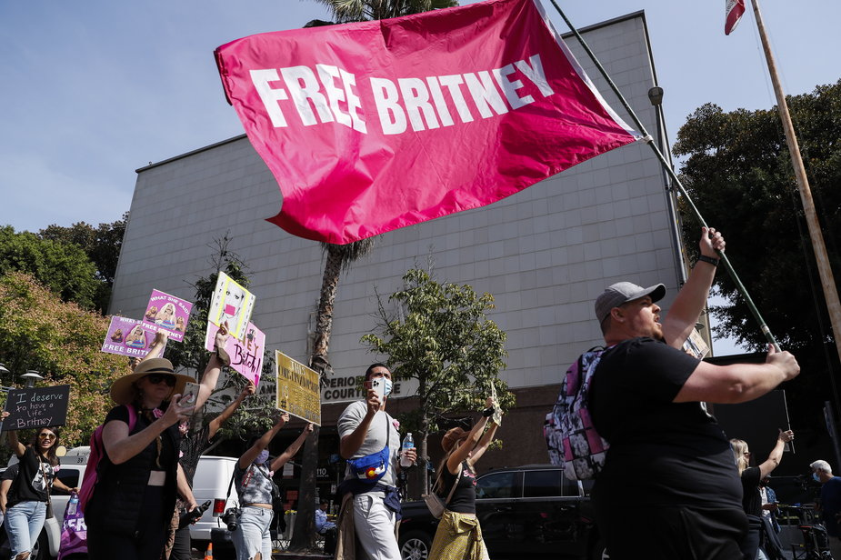 Fans and #FreeBritney supporting the star