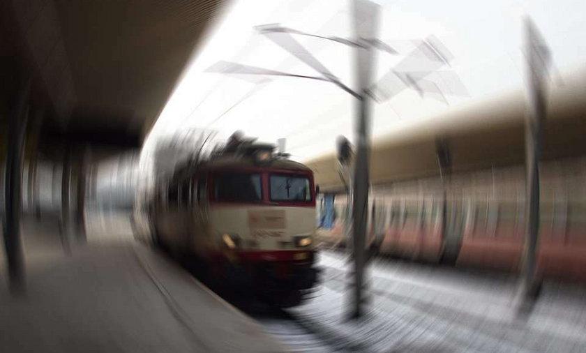 Pociąg wciągnął pod koła emerytkę! Zginęła na miejscu