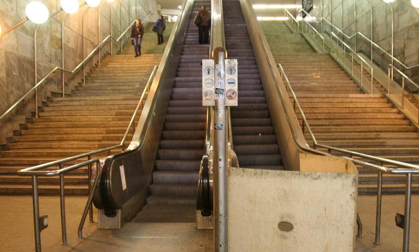 ruchome schody na dworcu nie działają