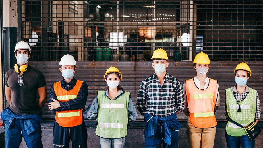Koronawirus. Noszenie maseczek w pracy. Będzie zmiana rozporządzenia?