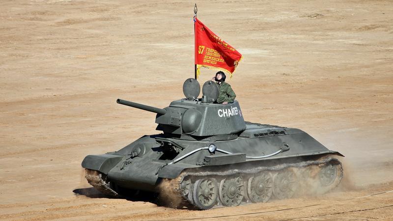 Zabytkowy T-34 podczas pokazu czołgów w 2013 roku