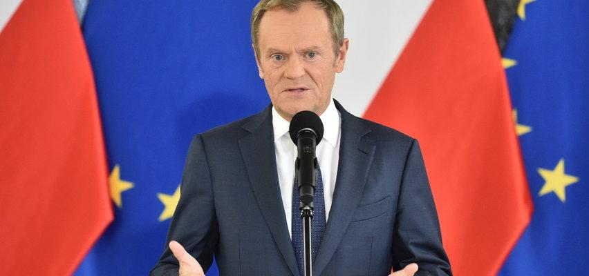 """""""Rząd PiS zderzył się ze ścianą"""". Tusk nie szczędzi Morawieckiemu ostrych słów. Wie też, kiedy Polska dostanie unijne pieniądze"""
