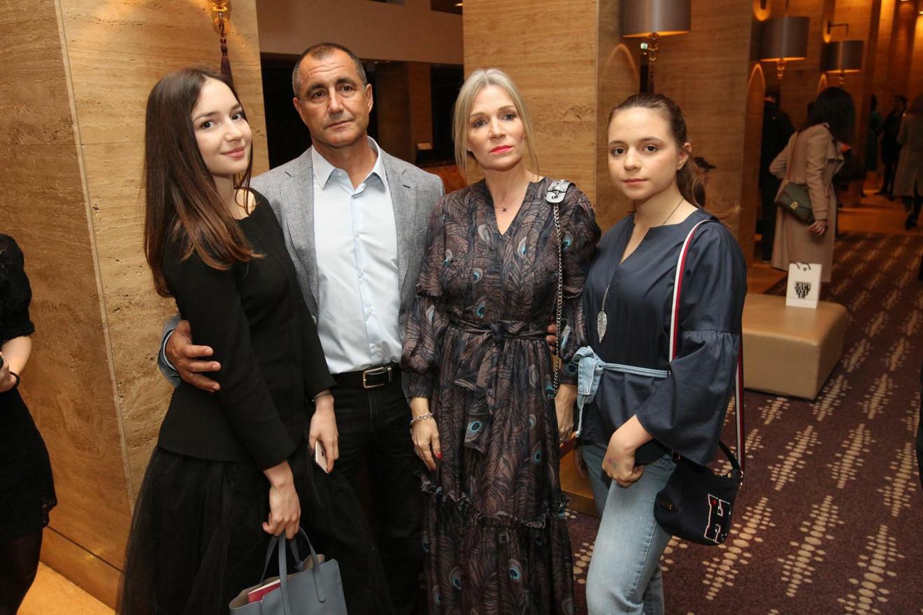 Tanja Rađenović sa suprugom Petrom i ćerkama