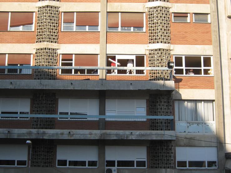 560053_krusevac01-zgrada-u-krugu-bolnice-sa-koje-su-skinute-i-ukradene-okapnice--foto-s.milenkovic