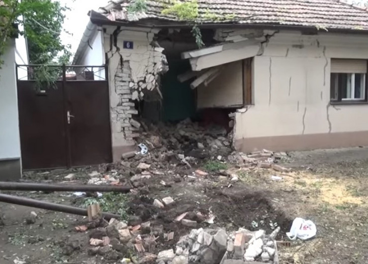 Kikinda Automobiom probila zida