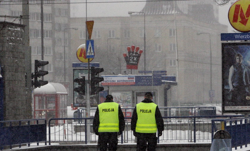 Atak nożem na geja w Warszawie. Powód? Trzymał partnera za rękę.