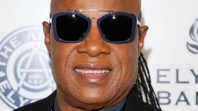 Stevie Wonder śpiewa w hotelowym lobby